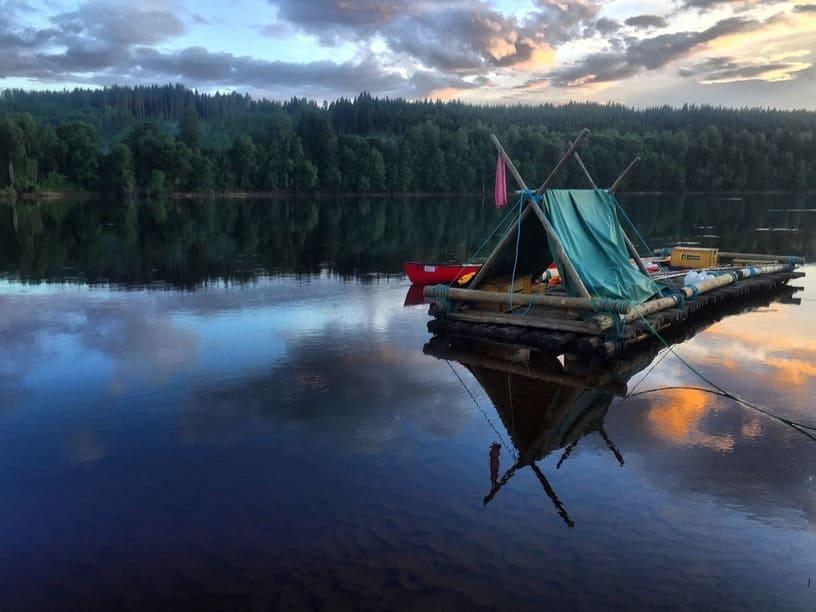 Familienurlaub in Schweden mit Holzfloß