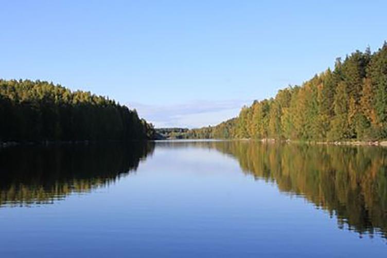 Mit dem Hausboot im Land der 1000 Seen. Familienurlaub in Finnland.