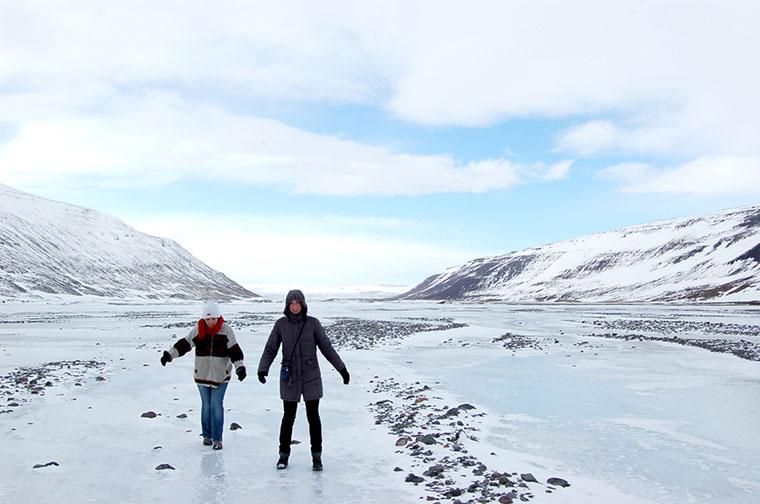 Familienreise im Winter auf die Westfjorde in Island. Fjordkind-Reisen präsentiert eine Nordlichtreise.
