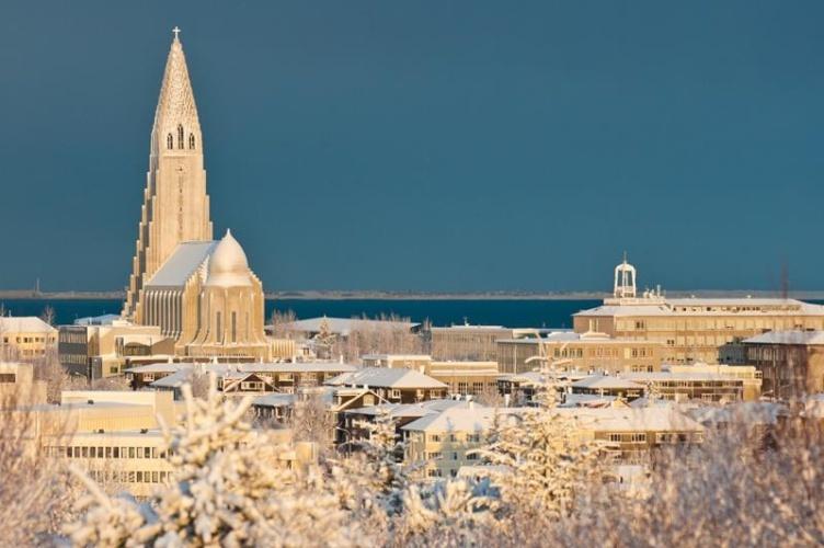 Silvester in Island - Familienurlaub bei Fjordkind-Reisen buchenSilvester in Island - Familienurlaub bei Fjordkind-Reisen buchen
