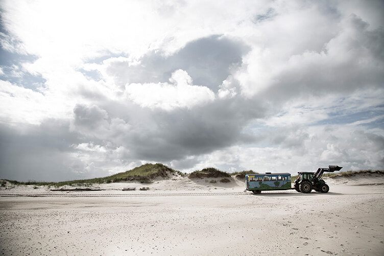 Steilsandküste mit weißem Sand perfekt für Urlaub in Dänemark mit Kindern